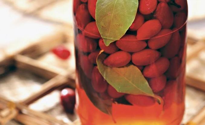 ягоды и листья заливаем